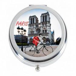 A vélo sur le parvis de Notre Dame